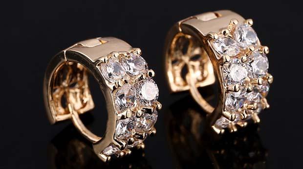 Первые серьги с бриллиантами: какие выбрать?