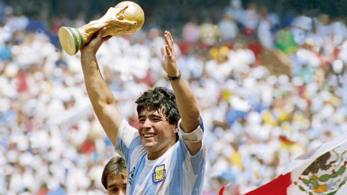 Все легенды футбола: топ 10 футбольных звезд прошлого